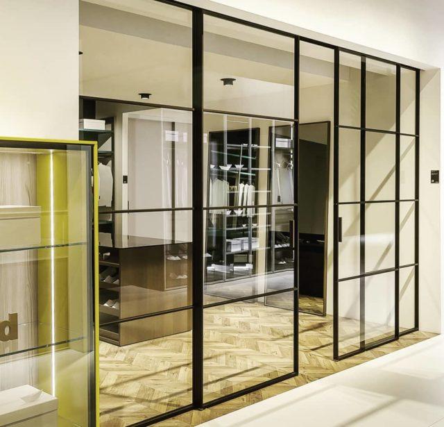 Перегородка в стиле LOFT. Каркас окрашенный алюминиевый профиль, заполнение стекло 6м #дизаинквартиры #стекловинтерьере #перегородкалофт #лофт