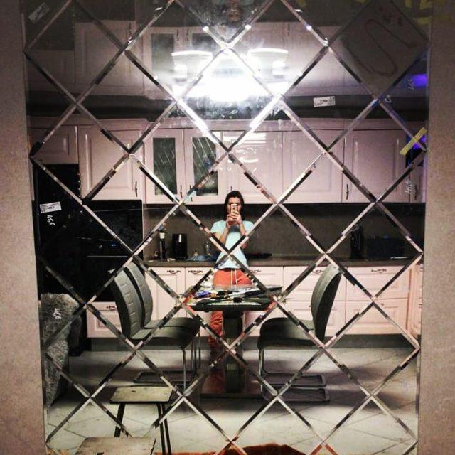 Зеркальное панно из отдельных зеркал с фацетом.#зеркаловспальню #зеркальноепанно #зеркаланазаказ #купитьзеркало #дизайнквартиры #зеркаловраме #зеркалоназаказ #большоезеркало #зеркаловбелом #красивоезеркало #зеркала #зеркаловгостинной #зеркаловуренгое #новыйуренгой #зеркалаленск